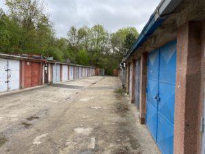 garáž Lesná
